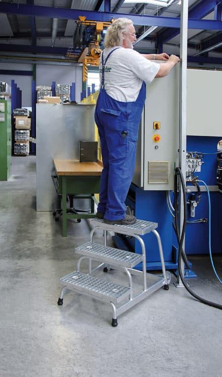 Günzburger Steigtechnik Alu Arbeitspodest fahrbar |Stahl-Gitterrost