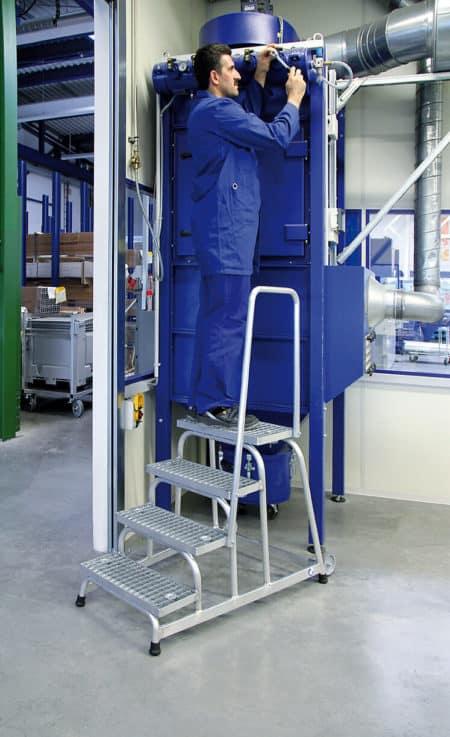 Günzburger Steigtechnik Alu Arbeitspodest fahrbar |Stahl-Gitterrost | Handlauf-1