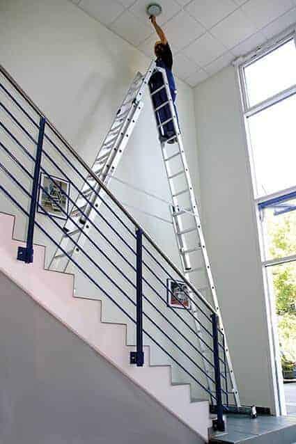 Günzburger Steigtechnik Alu Stehleiter 4-teilig nivello®-Traverse