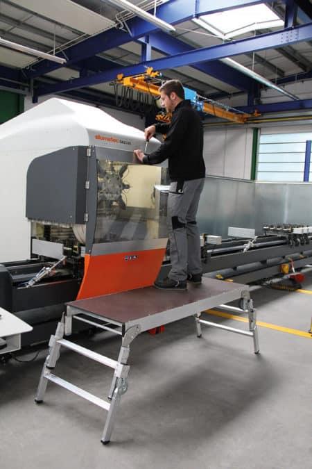 Günzburger Steigtechnik ML Maschinenpodest höhenverstellbar-1