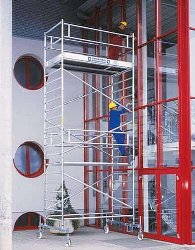 Günzburger-Steigtechnik-RollGerüst-mit-Fahrbalken-breit-7,50m-Anwendung