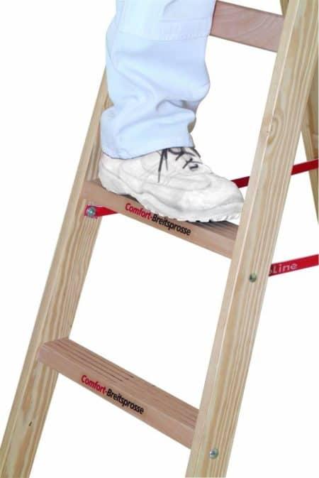 euroline Holz-Sprossenstehleiter mit Comfort-Breitsprosse und Eimerhaken